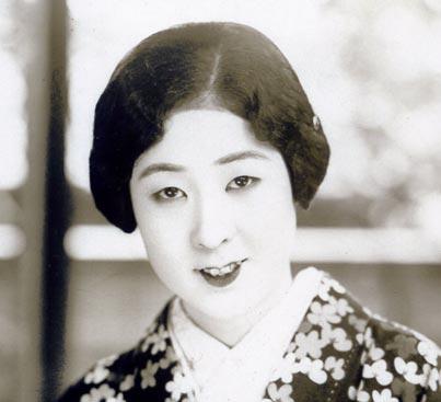 Mizutani Yaeko 水谷八重子, Japanese actress, example of yaeba 八重歯.